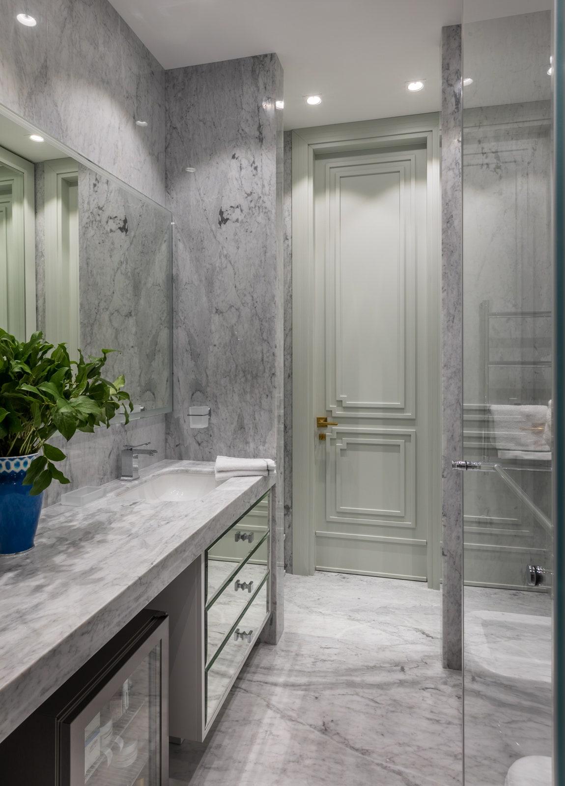 .  Bianca Carrara SkyStone.  Rubinetterie Stella Alto Design.    Furnitek Group.           Ariyana.