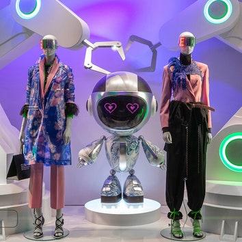 Тридцать роботов в новых футуристичных витринах ДЛТ