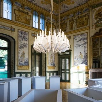 Люстра из натурального кристалла в Музее прикладного искусства Дрездена