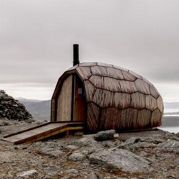 Деревянная хижина для отдыха в горах Норвегии