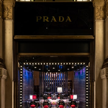 Prada_Galleria-Vittorio-Emanuele-Donna_Milano_Xmas-Windows_ext-02.jpg