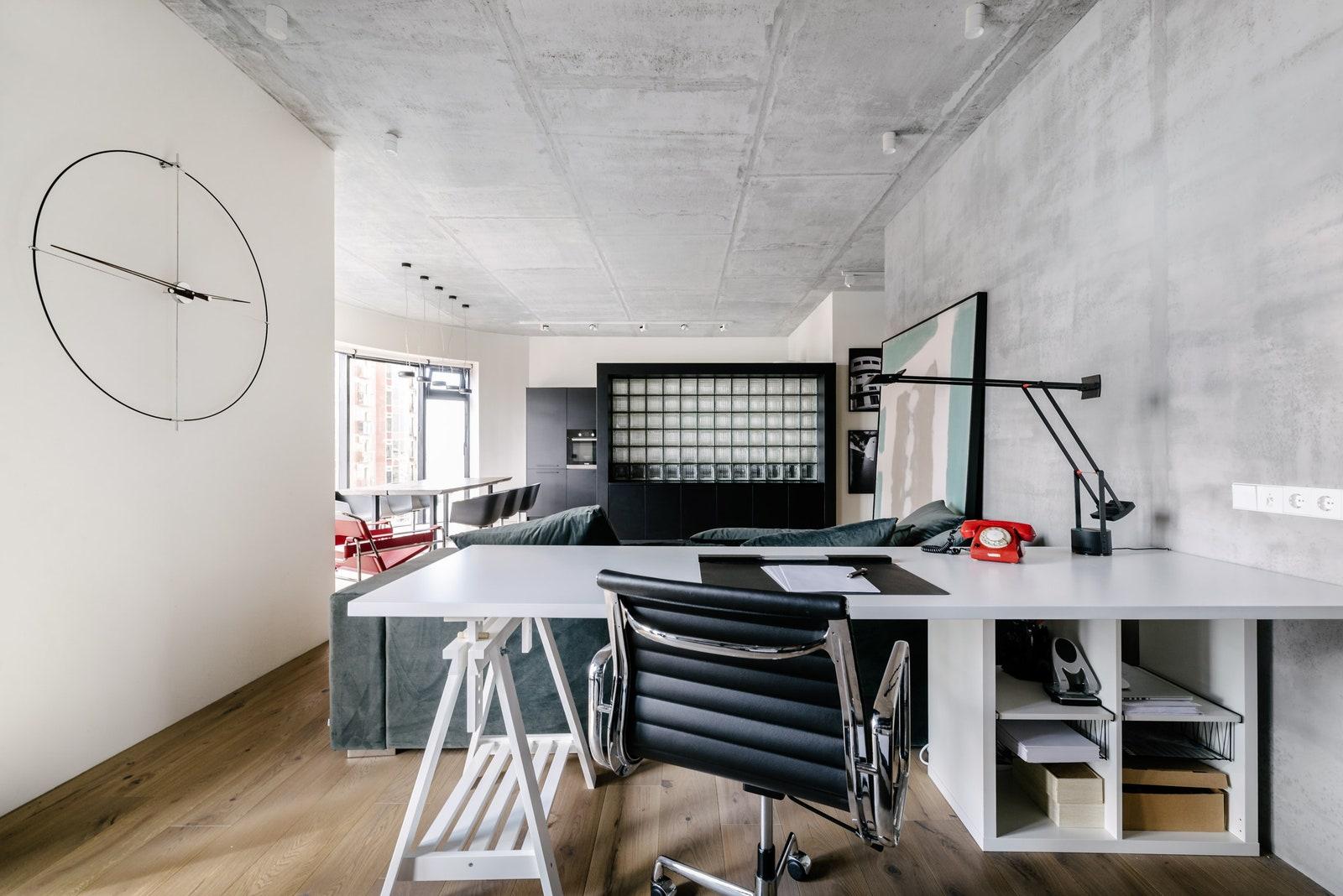 .  Vitra Eames EA 117 Aluminium Chair   IKEA   Tizio Artemide.