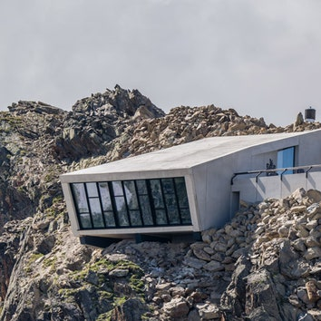 Музей Джеймса Бонда на высоте 3000 метров