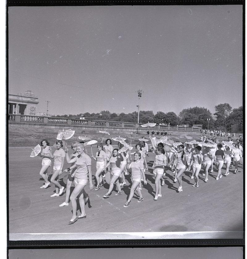 1963 .