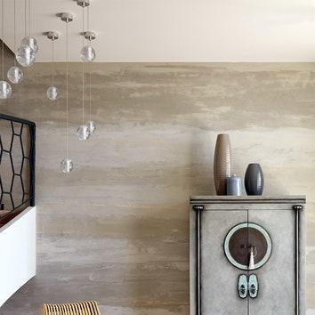 """Фрагмент холла. Шкаф, Asia Home, декорирован вручную: металл долго окисляли, чтобы придать ему """"поживший"""" вид."""