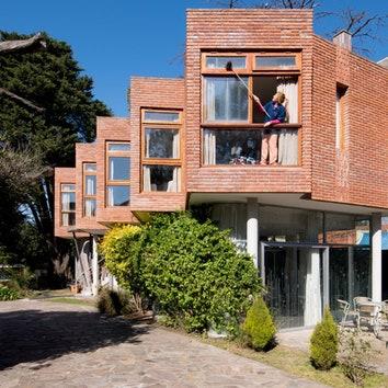 Кирпичный отель-зигзаг в Буэнос-Айресе