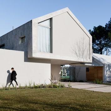 Дом из двух частей под Буэнос-Айресом