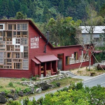 Японский пивной бар, построенный из ненужных вещей