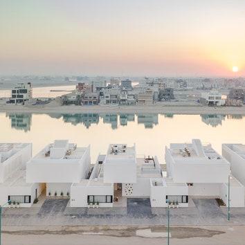 Баухаус по-кувейтски: белые резиденции на берегу моря