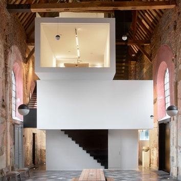 Архитектурное бюро внутри старинной церкви в Бельгии