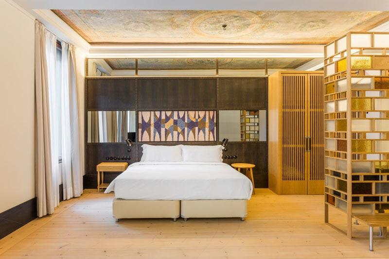 Emir        Room Mate