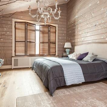 Спальня. На стенах росписи художницы Виктории Питиримовой. Кровать из магазина Home Concept, белье, Trussardi.