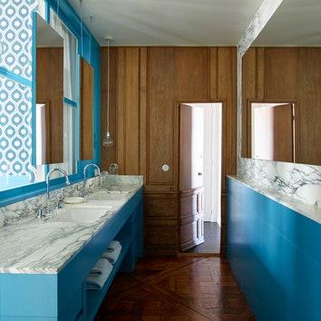 Фрагмент ванной. Мебель сделана по дизайну студии double g.