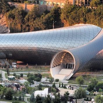 Театр по проекту бюро Фуксаса в Тбилиси