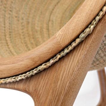 Плетеное кресло из камыша