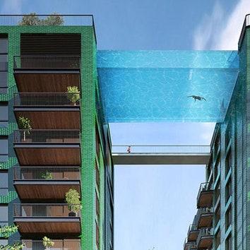 Здания с мостом-бассейном в Лондоне