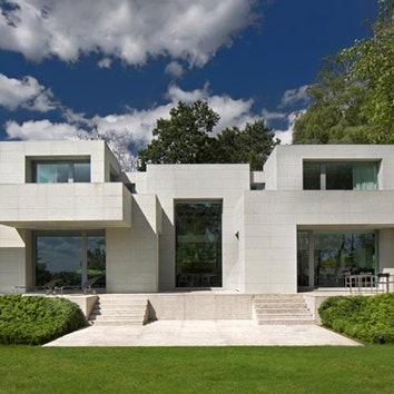 Жилой дом с неточной симметрией в Бельгии