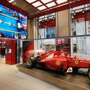 Флагманский бутик Ferrari в Милане