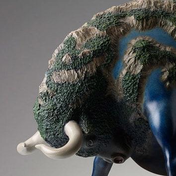 Скульптуры сюрреалистических животных
