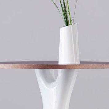 Наше русское: стол с вазой