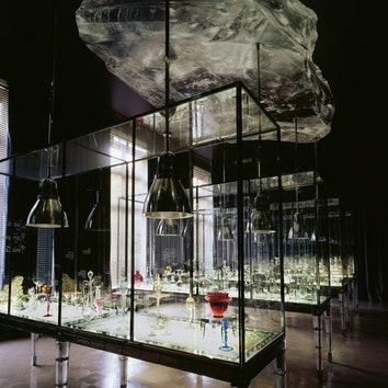 Maison Baccarat подизайну Филиппа Старка открылся на парижской площади Соединенных Штатов в2003году.
