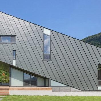 Наклонный дом в горах