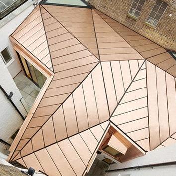 Офис с граненой крышей в Лондоне
