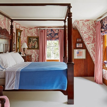 Кровать в спальне Фондаса винтажная, XIX века, сделана в Америке.