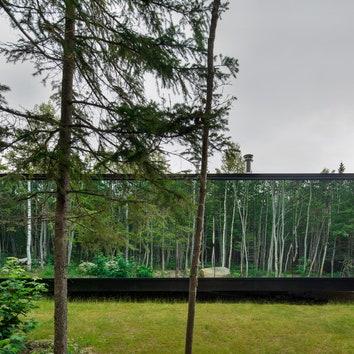 Дома с зеркальным фасадом в Квебеке