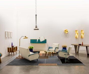 Инсталляция с мебелью Джо Понти и Мартино Гампера