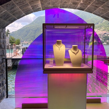Новая коллекция Cartier в инсталляциях от Патриции Уркиолы